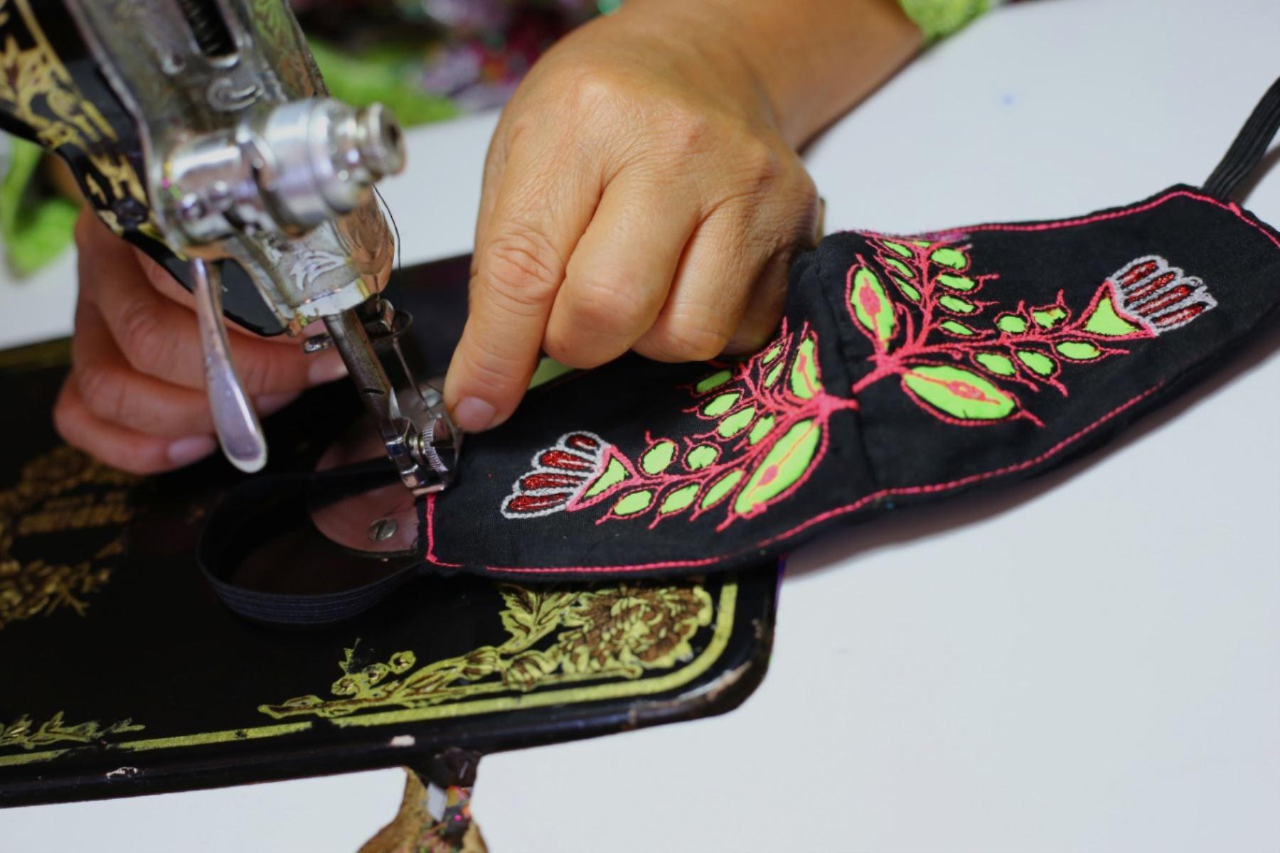 Las mascarillas son reutilizables e incluso el diseño se puede dejar remojando y no se daña. Foto: Cortesía/Cesar García