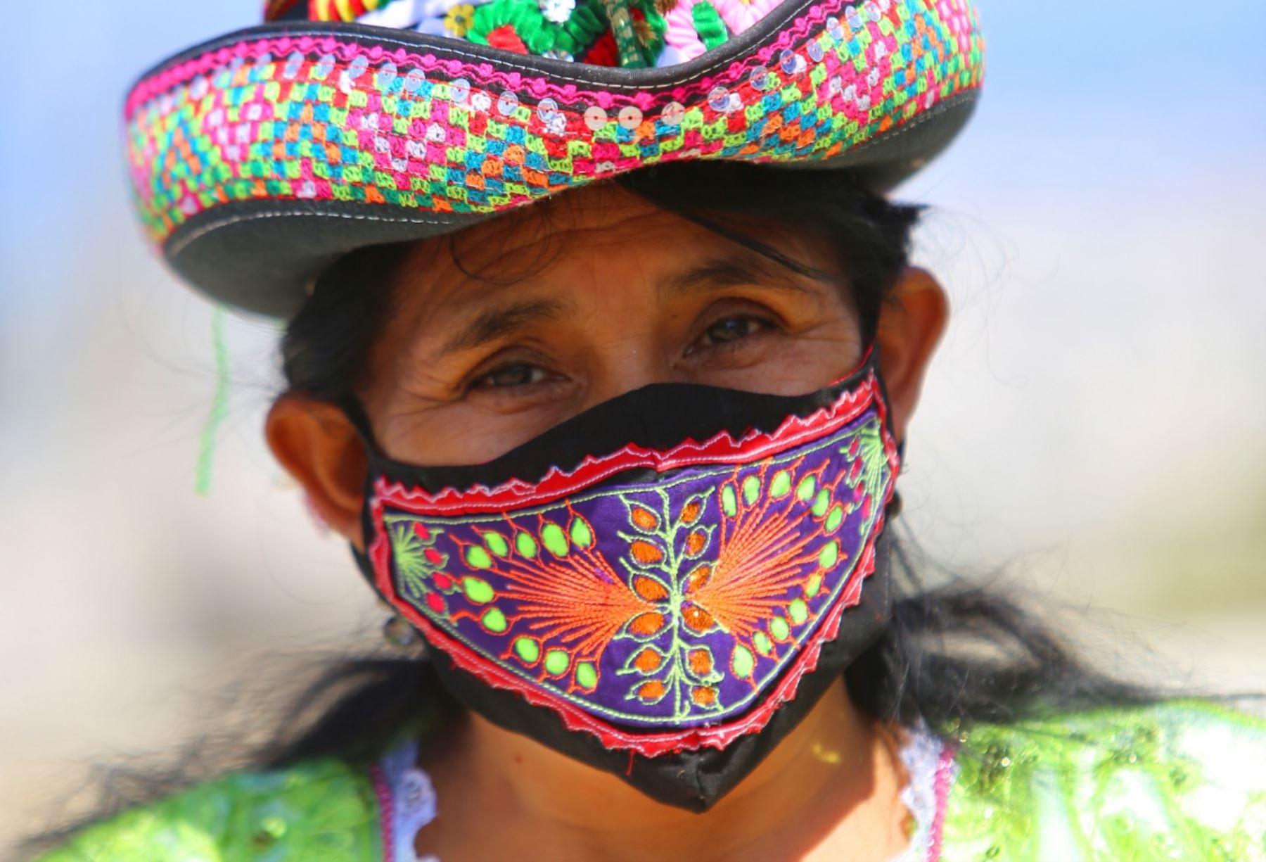 Cada uno de los diseños está inspirado en el color y texturas del arte sarhuino. Foto: Cortesía/Cesar García