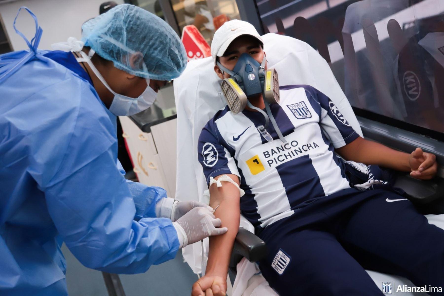 El Club Alianza Lima cedió la explanada del estadio Alejandro Villanueva para una campaña de donación de sangre dirigida a evitar el desabastecimiento de este insumo vital en tiempos de inmovilización social.