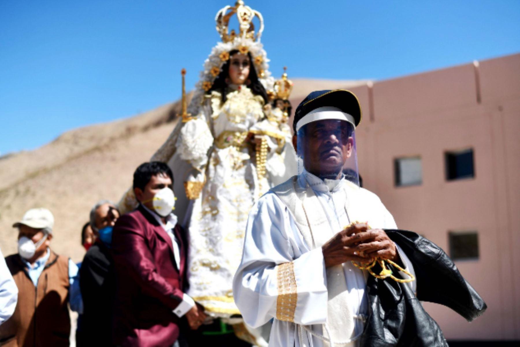 La Virgen de Chapi, Patrona de Arequipa derramó hoy bendiciones sobre el pueblo arequipeño tras sobrevolar por segundo año consecutivo la ciudad, al recordarse hoy primero de mayo su festividad. ANDINA/Difusión