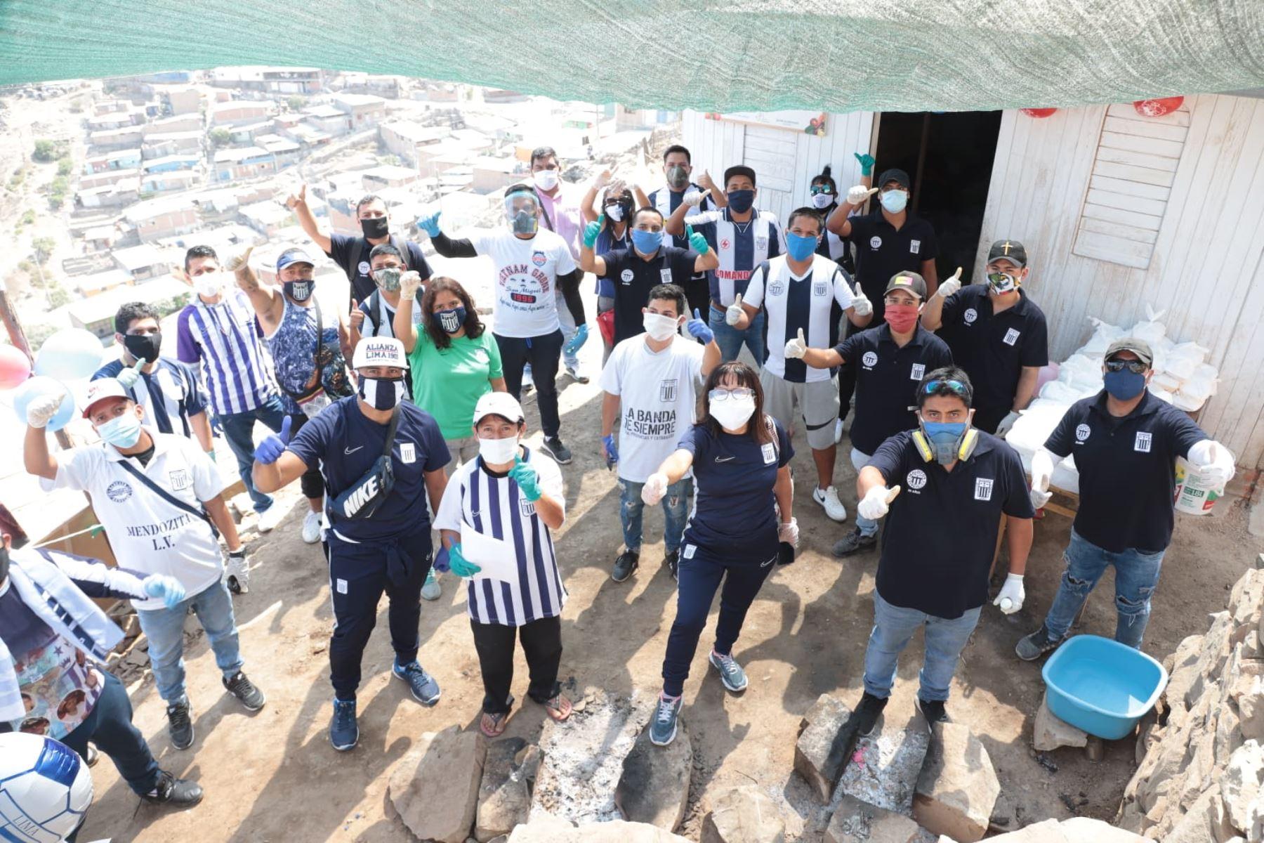 El club Alianza Lima y sus hinchas repartieron canastas, víveres y almuerzos en las zonas más vulnerables del país