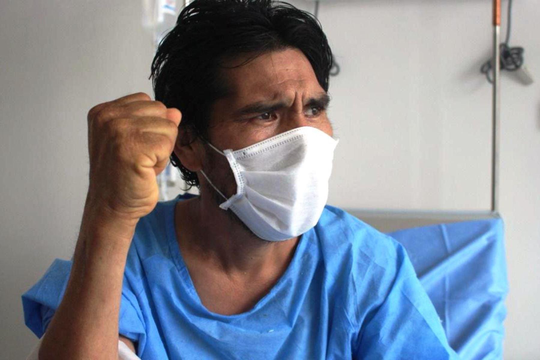 Piceno es un vendedor de fruta que fue dado de alta del Hospital Emergencia Ate Vitarte tras vencer al Covid-19. Foto: ANDINA/Difusión.