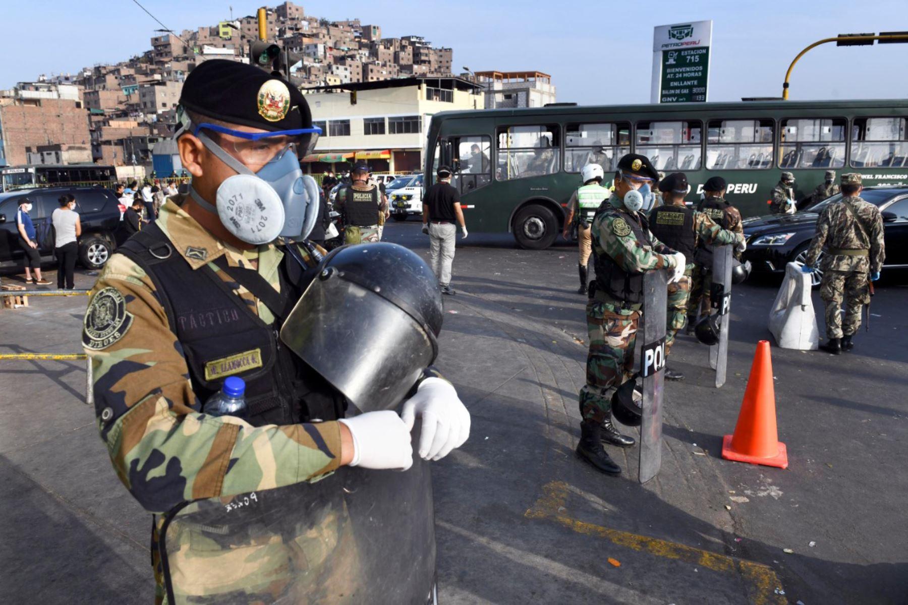 Ministro de Interior GastónRodríguez: Se establecerá el servicio policial militar en el Mercado Mayorista de Frutas con 100 policías de manera permanente en toda la zona de acción y este trabajo será replicado a nivel nacional. Foto:@MininterPeru.