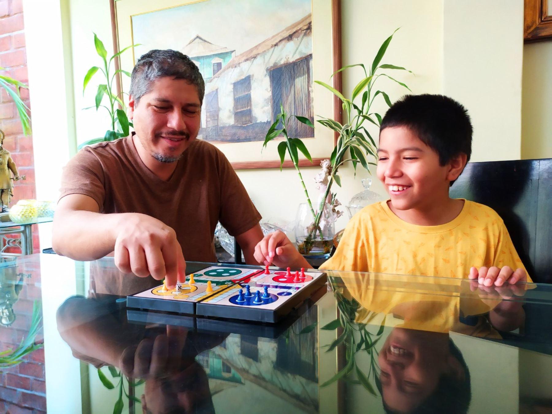 Niños y niñas limeños desean que sus padres atiendan más sus emociones.