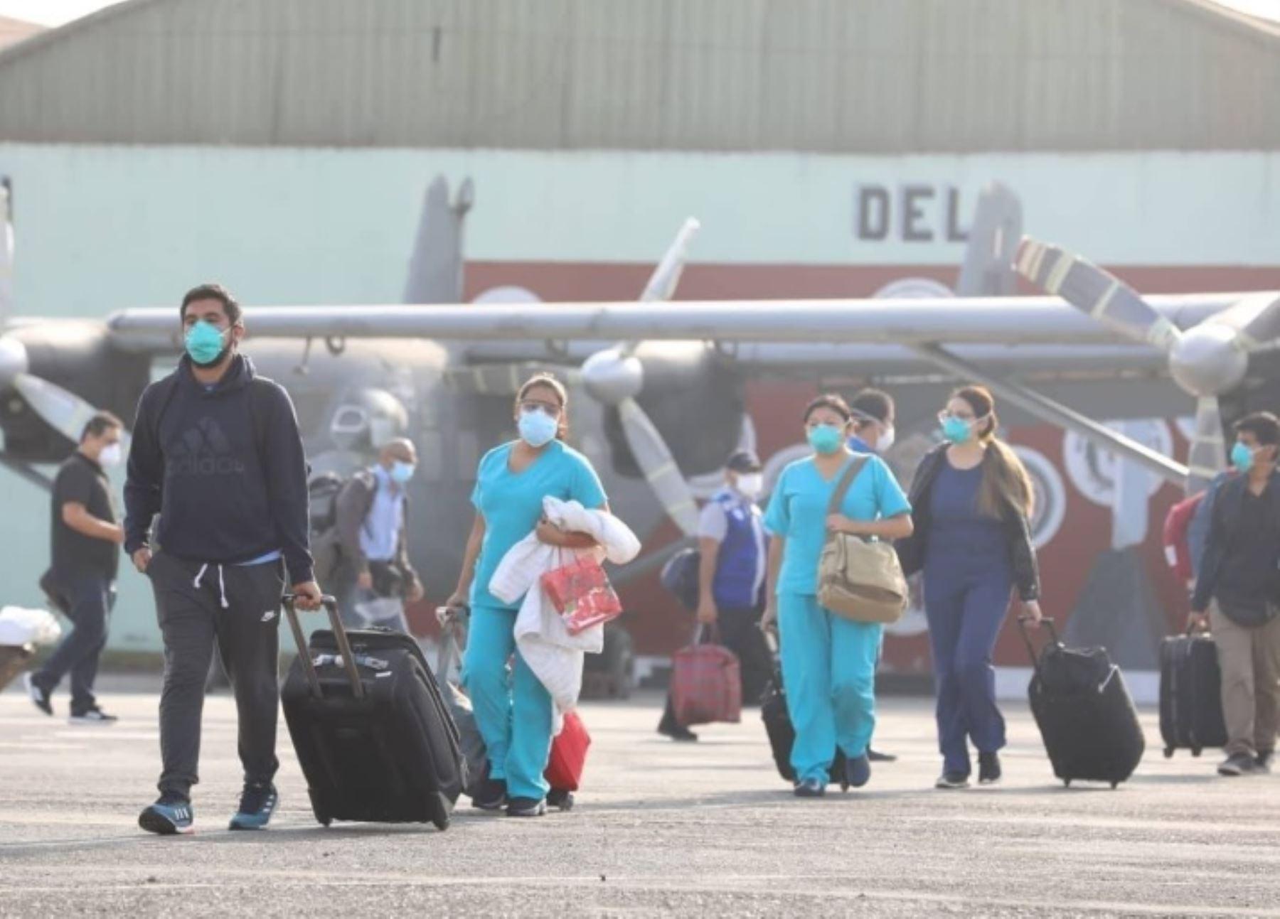 El equipo de respuesta del Seguro Social de Salud (EsSalud) envió hoy a la región Loreto un nuevo grupo humano, conformado por 20 profesionales de la salud, que se unen a la primera línea frente al covid-19.