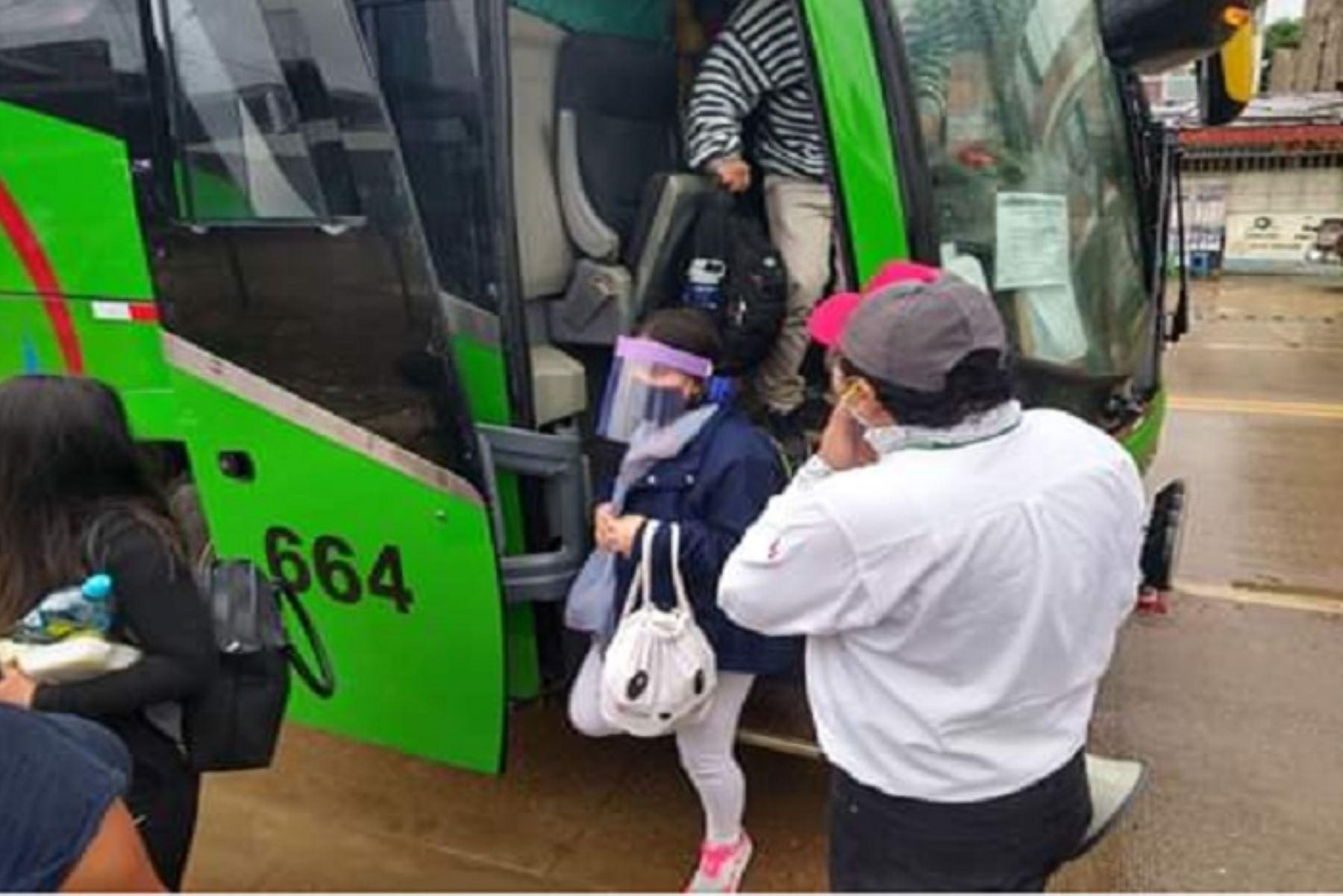 Funcionarios del Gobierno Regional de Madre de Dios acompañaron a los retornantes en el trayecto hasta  los hoteles, donde pasarán los 14 días de cuarentena y recibirán alimentación diaria.