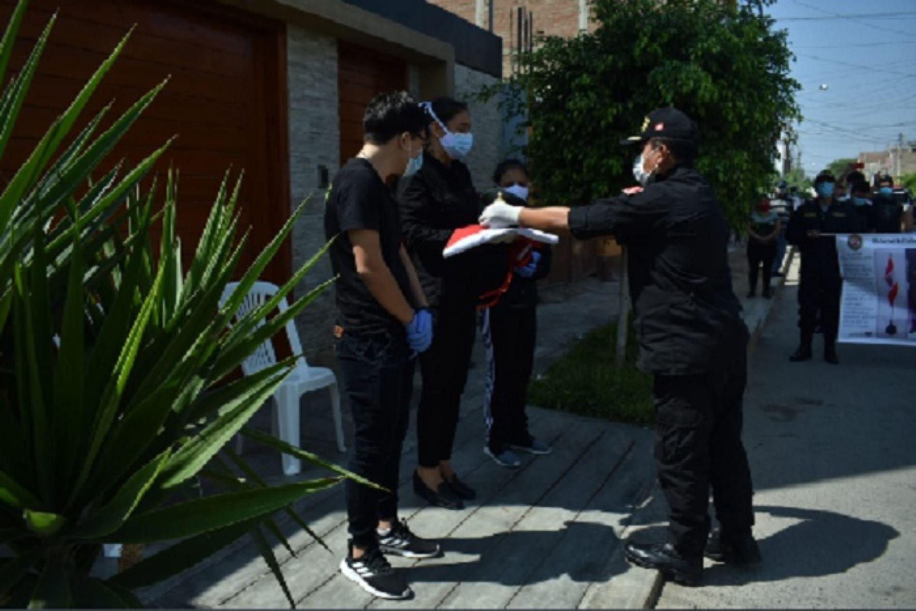 Cerca de un decena de efectivos policiales (oficiales y subalternos) han caído en la batalla contra el coronavirus en Lambayeque, en el cumplimiento de su trabajo.