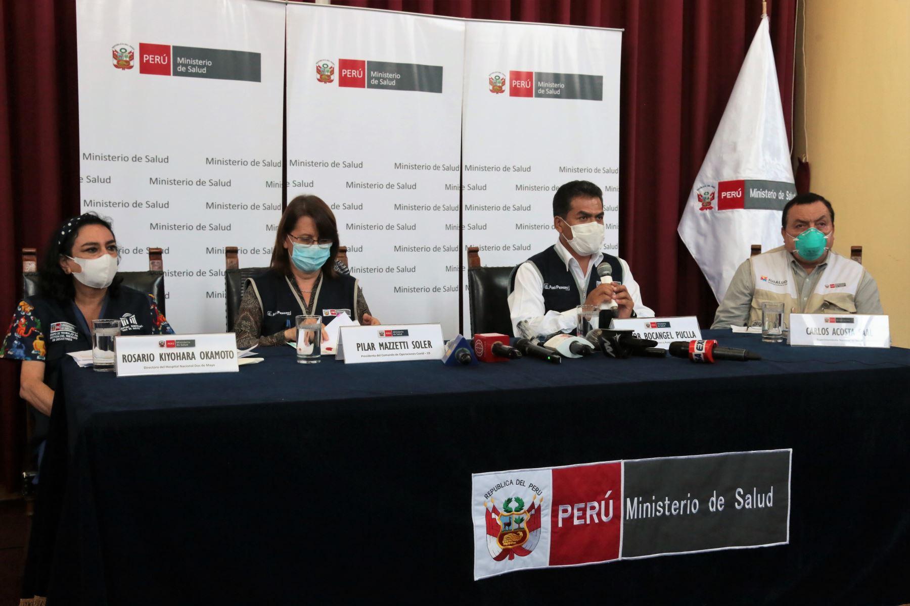 Conferencia de prensa de autoridades del sector Salud para aclarar situación en el hospital Dos de Mayo.