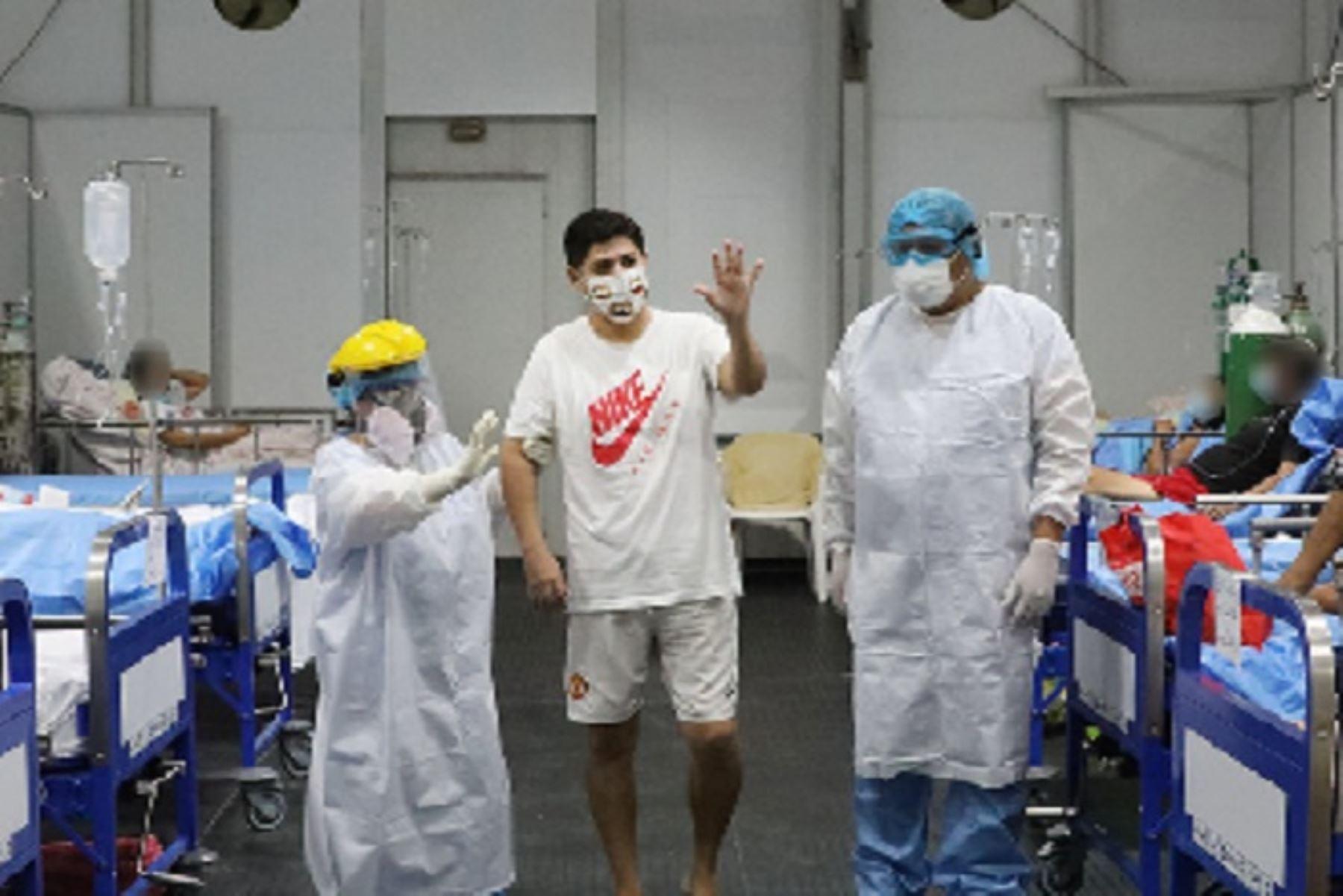 """El también llamado hospital """"Blanco"""" de Iquitos, cuenta con una oferta hospitalaria de 75 camas, divididas en 7 salas para atender a pacientes que presenten sintomatología leve y/o moderada y que necesiten oxígeno-terapia."""
