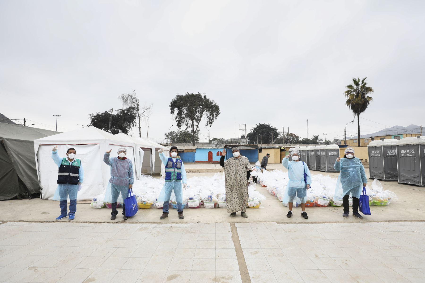 La Municipalidad de Lima entregó canastas de alimentos a pobladores de la comunidad Shipibo-Conibo de Cantagallo quienes cumplen cuarentena por casos confirmados de coronavirus. Foto: ANDINA/Municipalidad de Lima