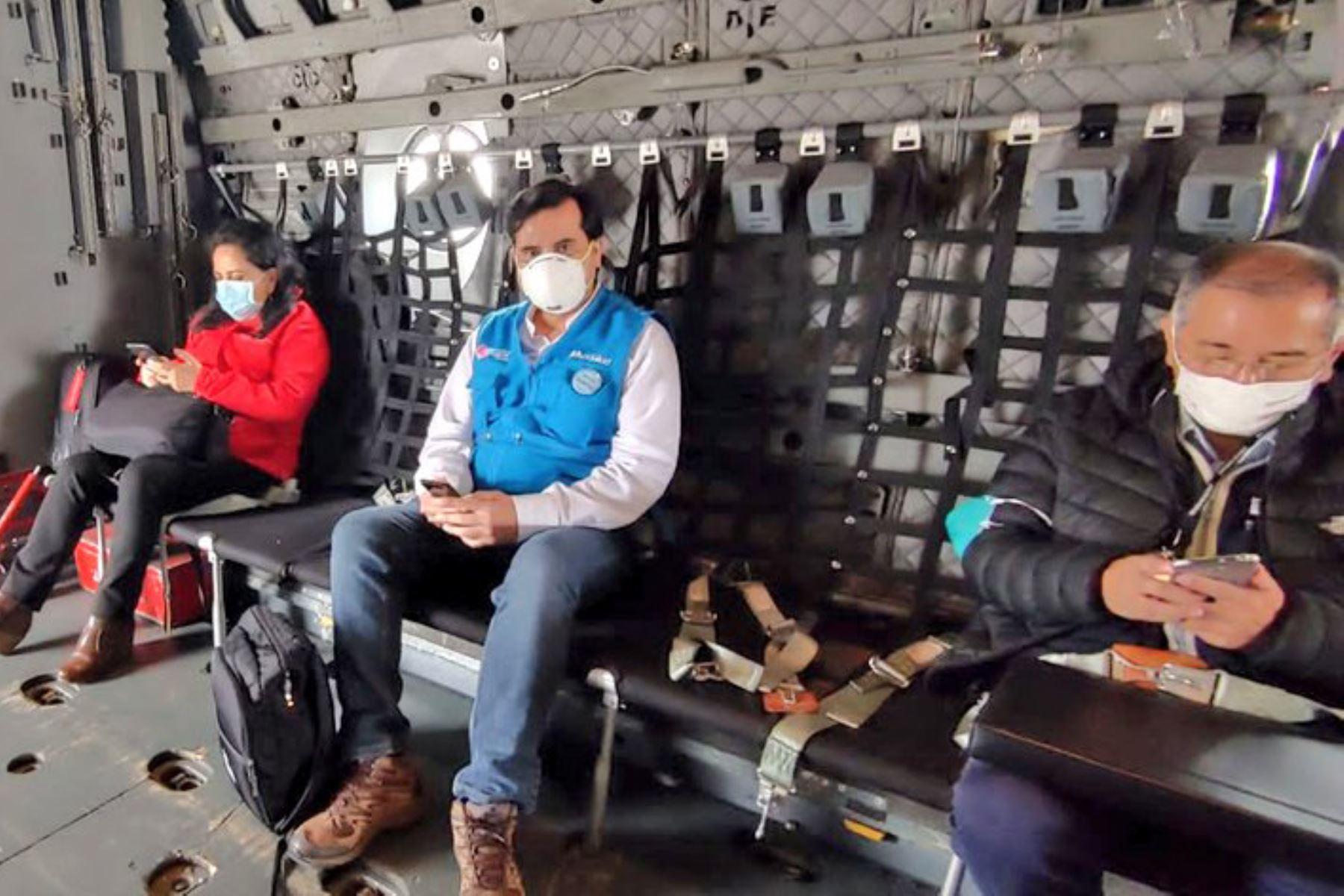 Ministra de la Mujer y Poblaciones, Gloria Montenegeo y el equipo multidisciplinario de Essalud y el Minsa se trasladan a Huánuco llevando equipos médicos e implementos de seguridad para enfrentar el coronavirus. Foto: ANDINA/Essalud