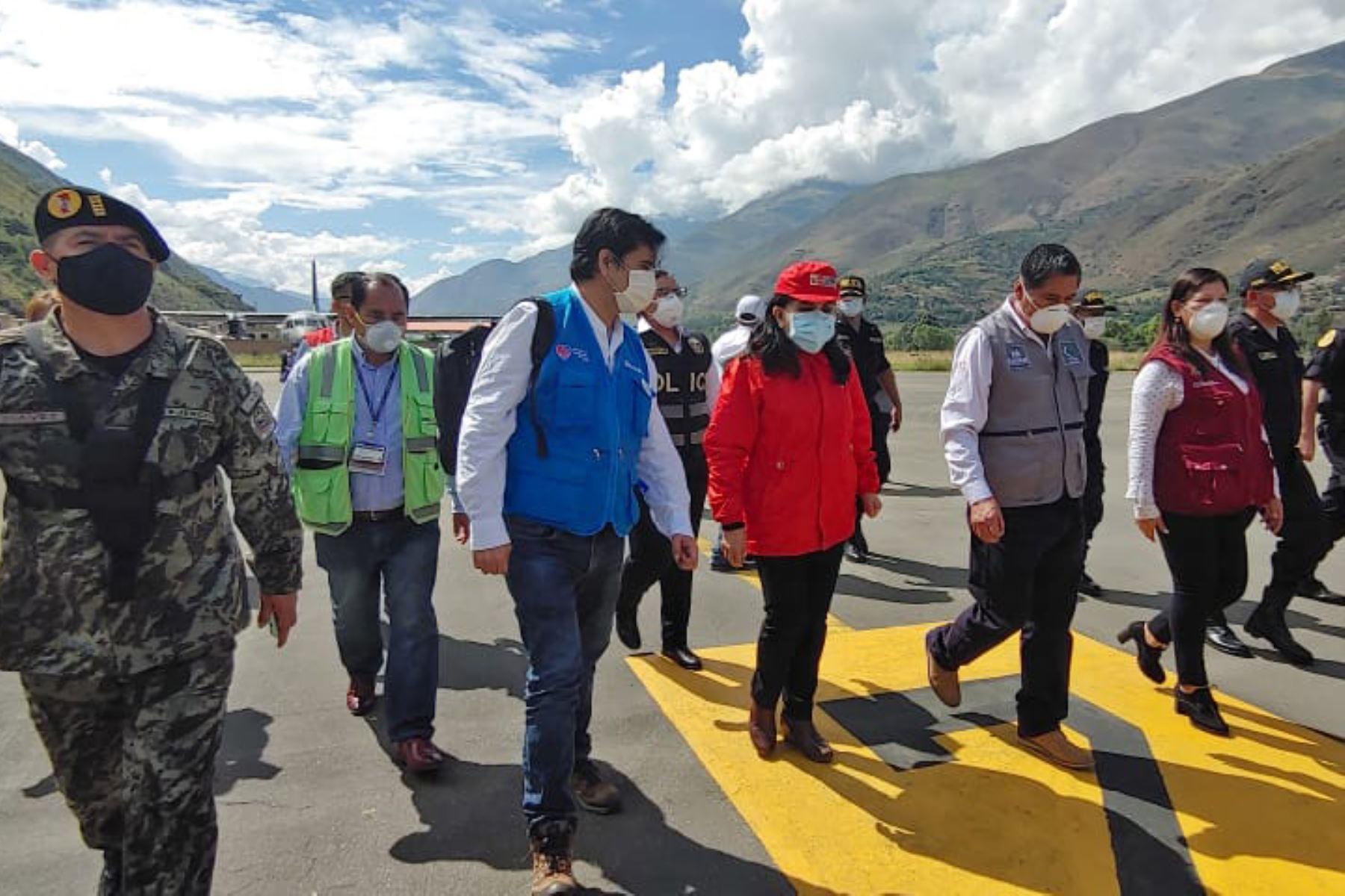 Ministra Gloria Montenegro y equipo multidisciplinario del Minsa y EsSalud llegan a Huánuco llevando equipos médicos e implementos de seguridad para hacer frente al coronavirus. Foto: ANDINA/EsSalud