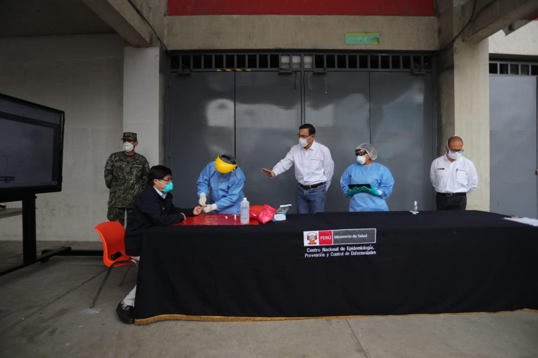 Presidente Martín Vizcarra supervisa central de Respuesta Rápidas para la detección del coronavirus en Estadio Nacional. Foto: ANDINA/Prensa Presidencia
