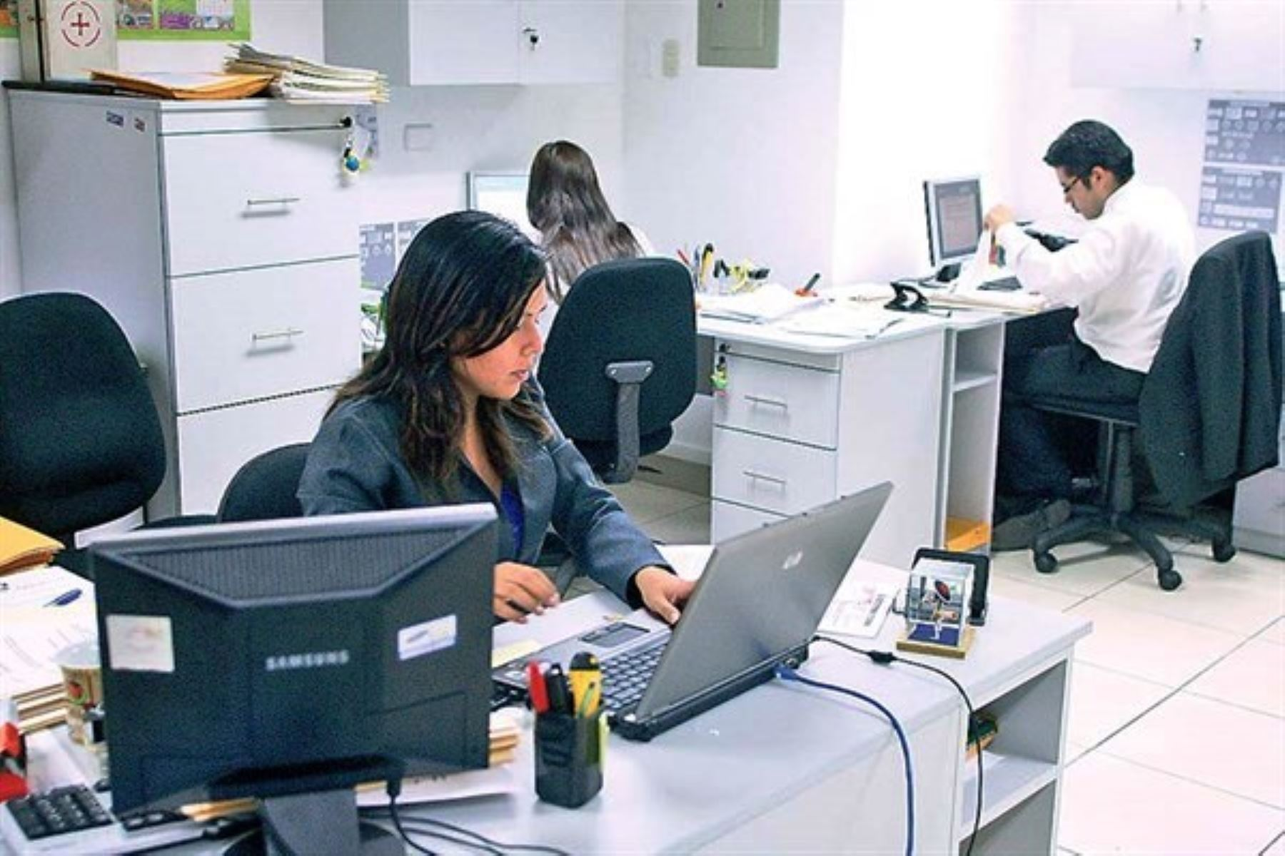 ¿Tienes licencia con goce de haber? Conoce cómo compensar las horas dejadas de laborar. Foto: ANDINA/Difusión.