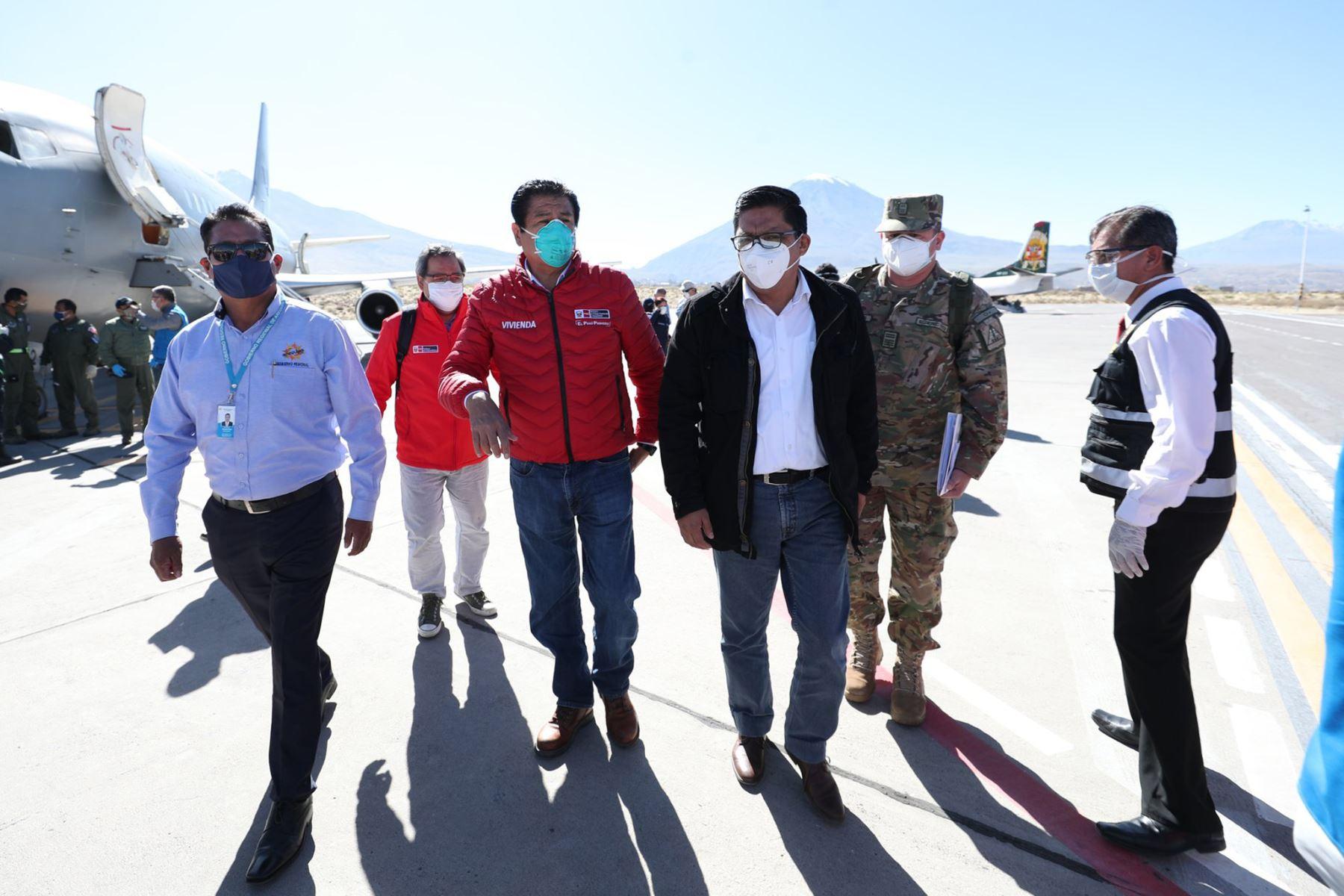 Titular de la PCM, Vicente Zeballos, junto a ministros de Estado, arriban a la ciudad de Arequipa para supervisar el funcionamiento de los servicios de salud, el orden interno y los protocolos sanitarios en los mercados frente al coronavirus. Foto: ANDINA/PCM