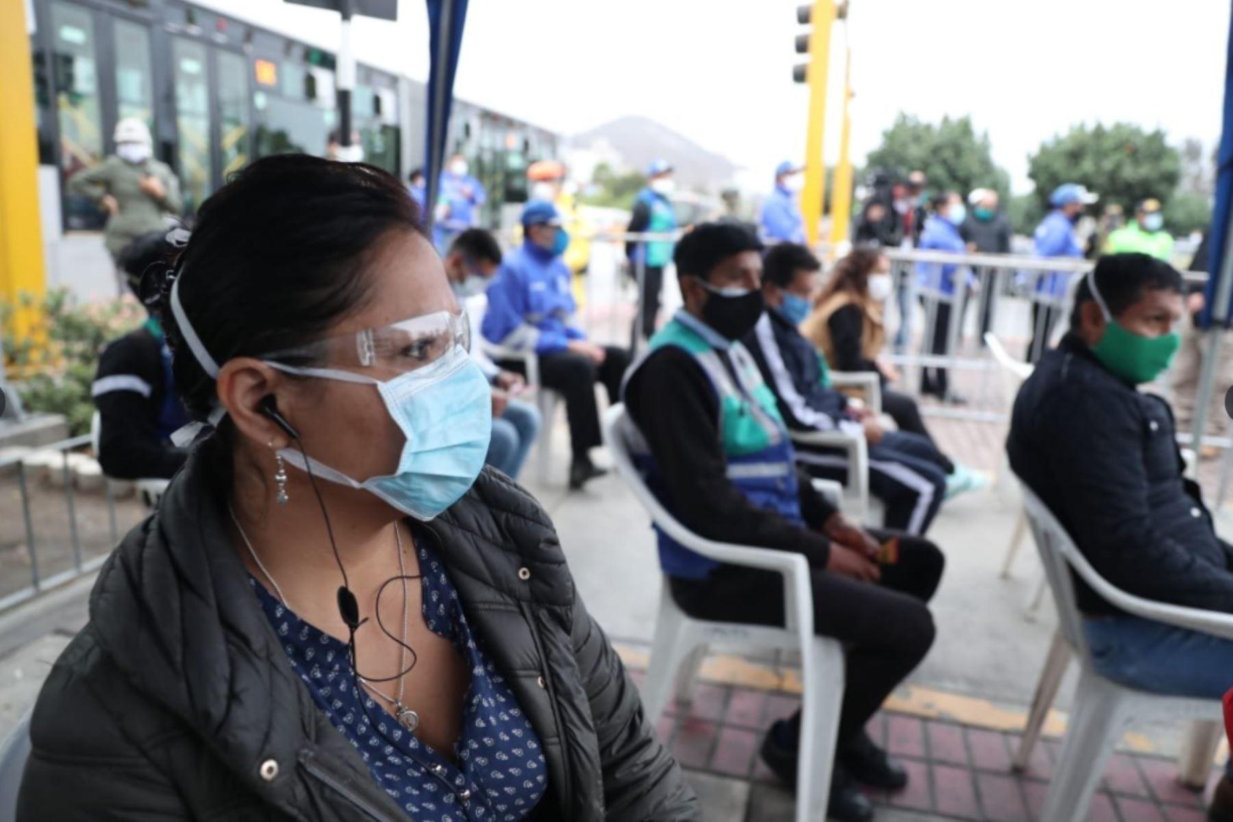 Realizan pruebas rápidas de COVID-19 a operarios del transporte del Metropolitano, en puntos estratégicos de Lima. Foto:ANDINA/MTC