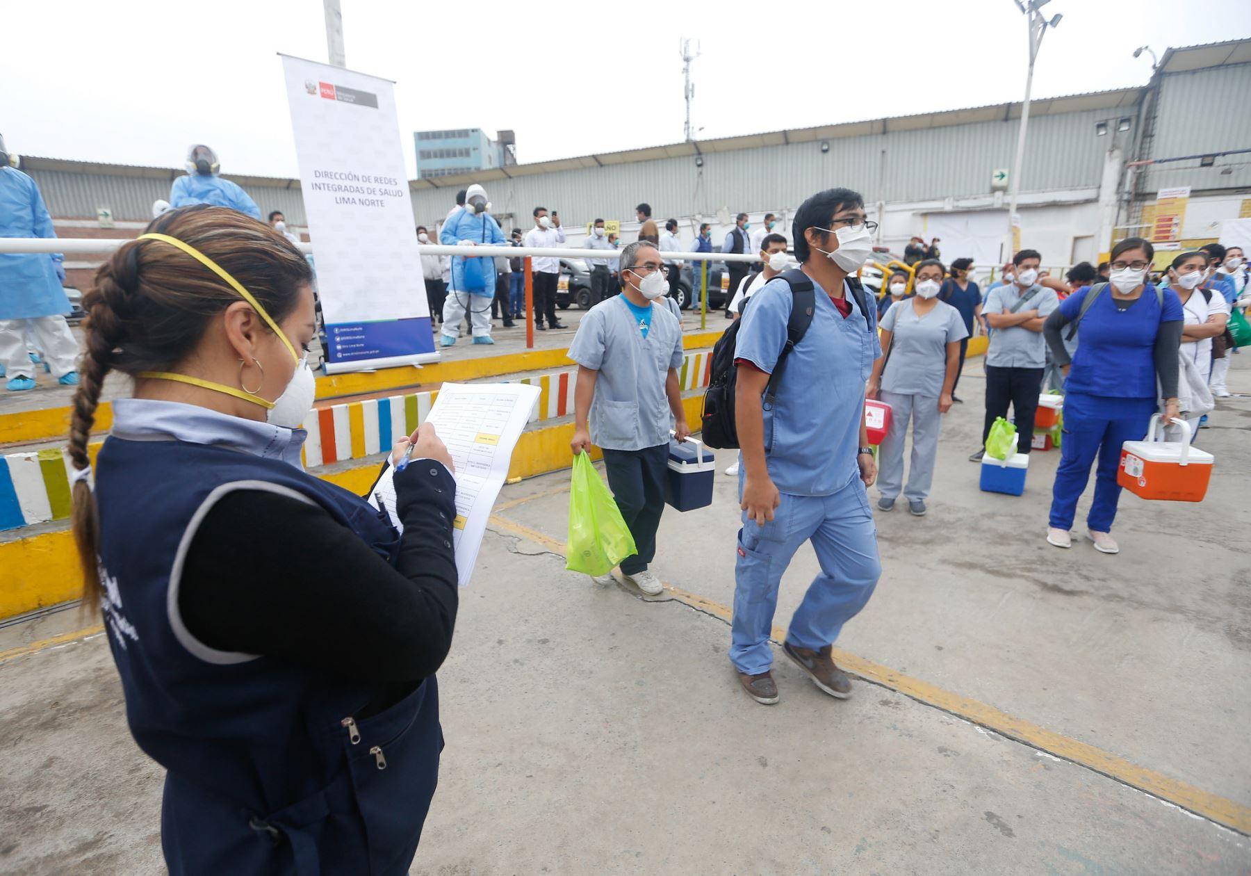 Desde el Centro de Comando covid 19 instalado en Los Olivos, el ministro Victor Zamora presentó La Hora de la Atención Primaria, estrategia mediante la cual se atenderá a tres millones de habitantes de Lima Norte. Foto: ANDINA/Difusión