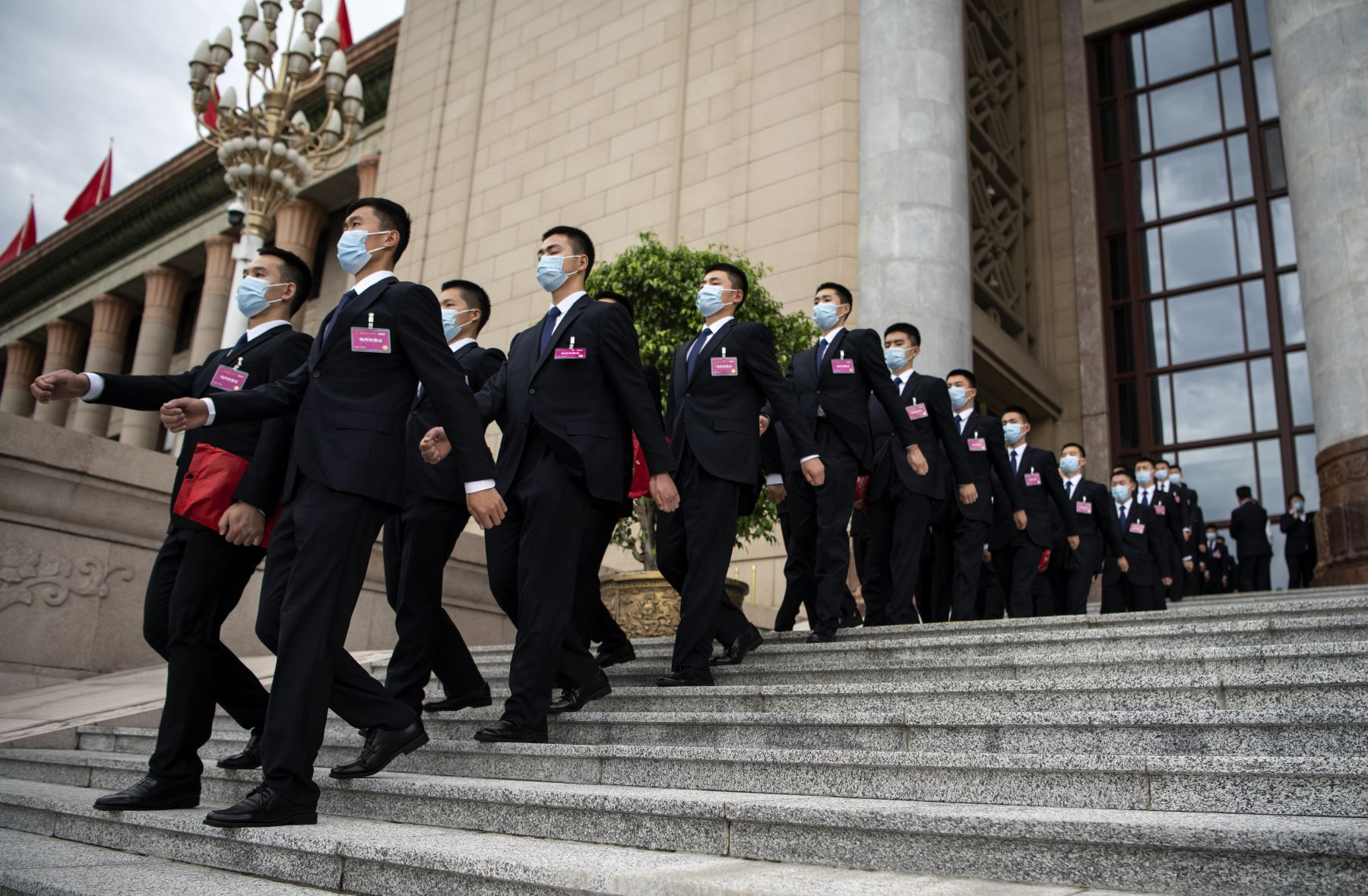 El personal de seguridad marchó después de la segunda sesión plenaria del Congreso Nacional del Pueblo (APN) en el Gran Salón del Pueblo en Beijing. Foto: AFP