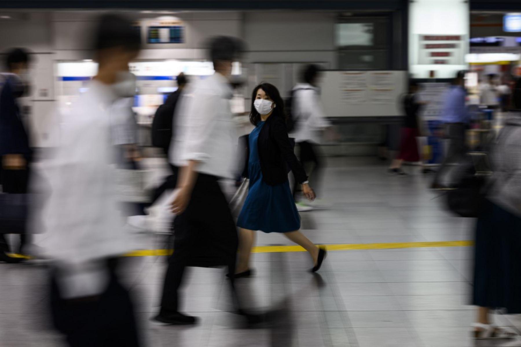 De los casos recién confirmados, las rutas de infección de 12 de ellos se desconocen, señaló el gobierno de Tokio. Foto: AFP