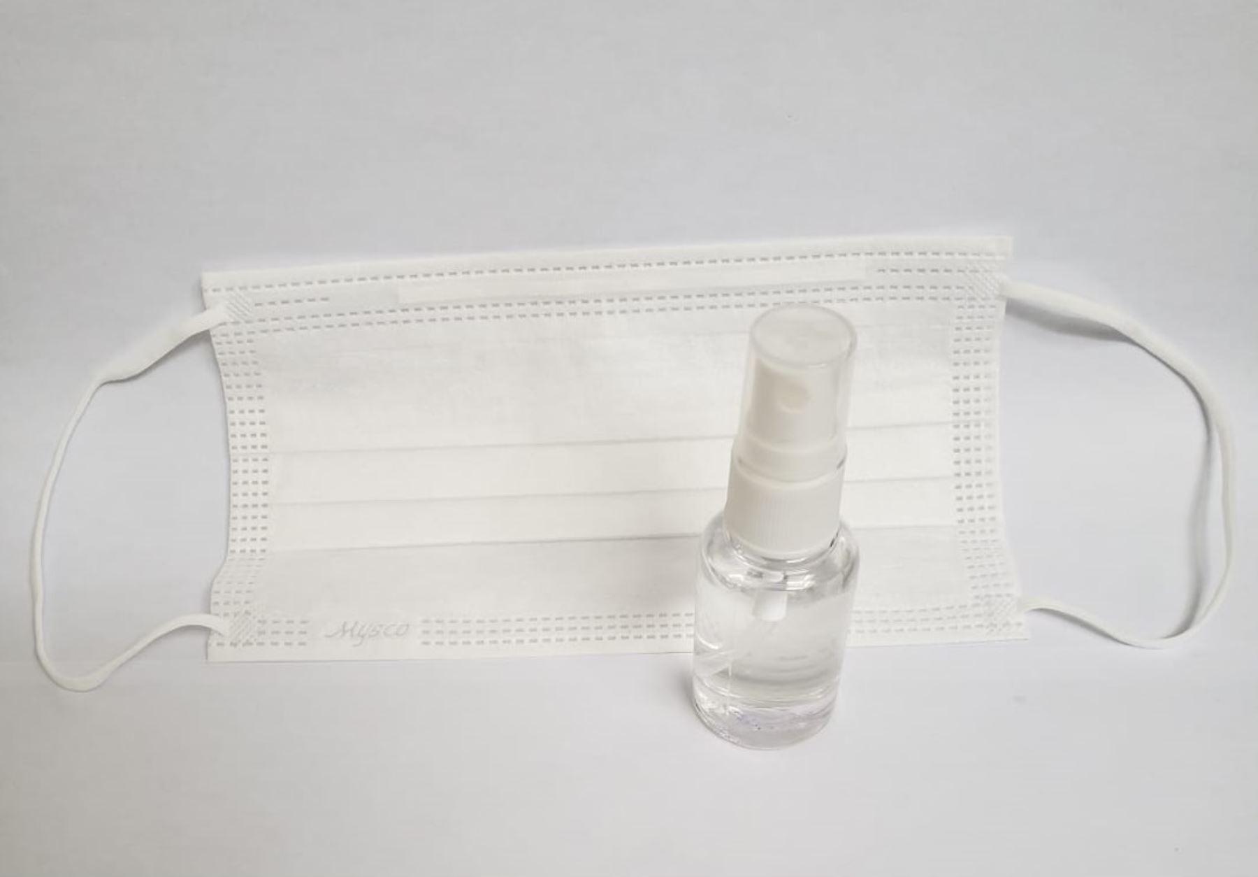 El líquido crea un recubrimiento en la mascarilla para que proteja más ante virus o bacterias.