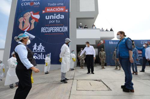 El presidente de la República, Martín Vizcarra, visita las instalaciones del Centro de Aislamiento Villa Mongrut del Hospital Octavio Mongrut