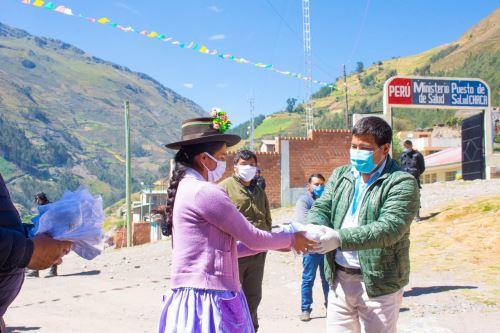 Coronavirus: Continúan repartiendo mascarillas de uso comunitario a pobladores de Huanta