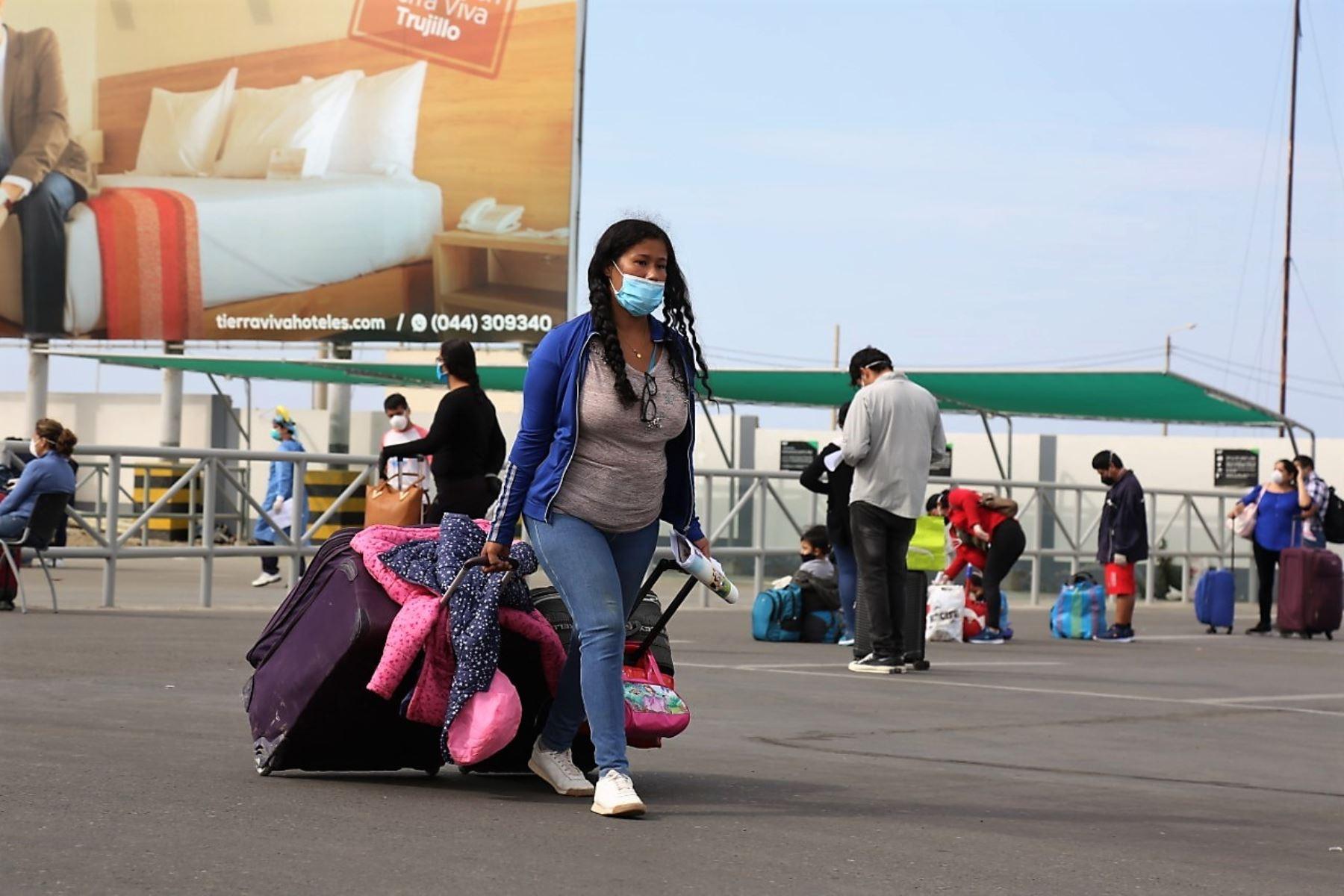 Cientos de personas volvieron a La Libertad en viajes humanitarios gestionados por el gobierno regional.
