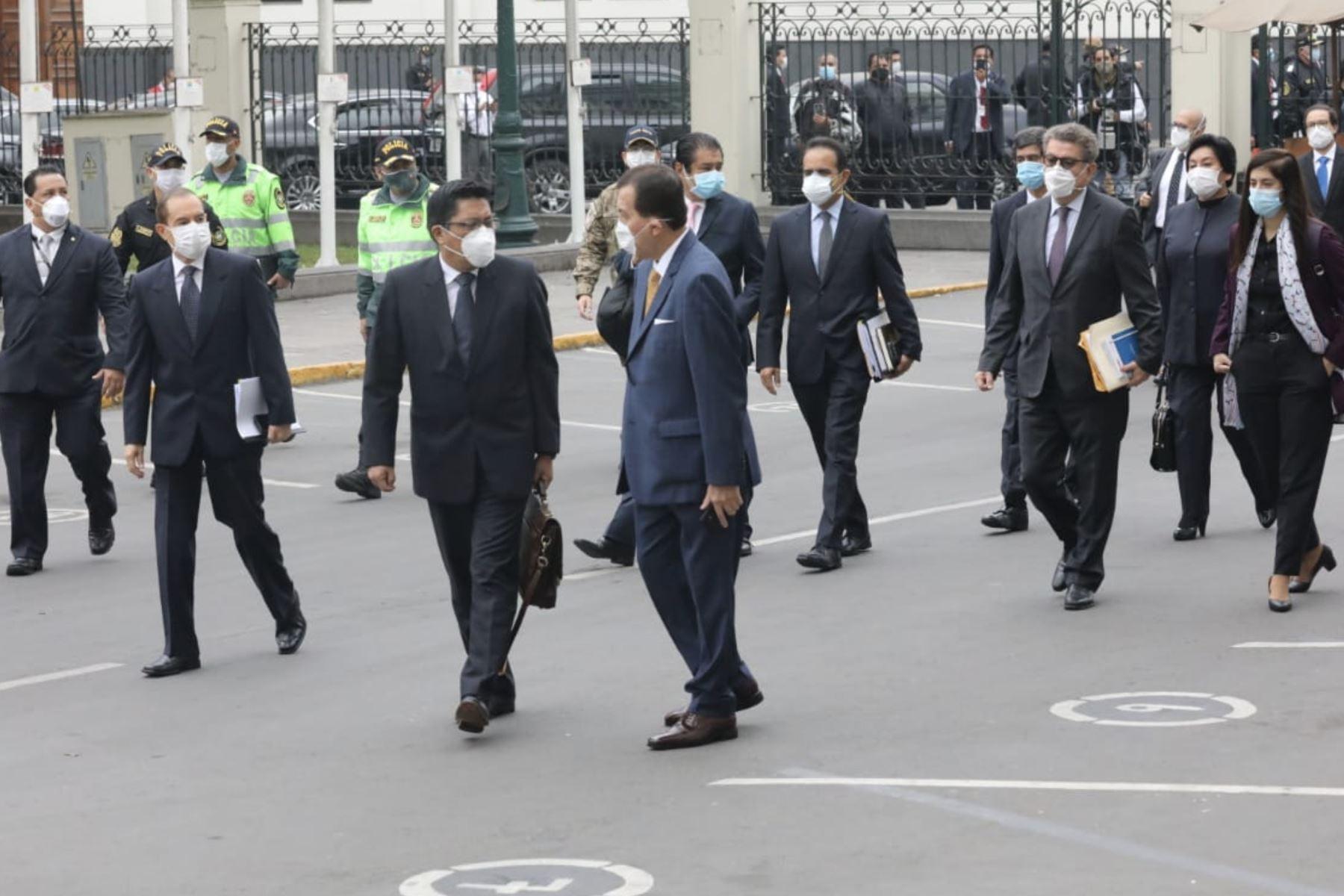 Jefe de Gabinete Vicente Zeballos y ministros llegan al Congreso de la República. Foto: ANDINA/Congreso de la República