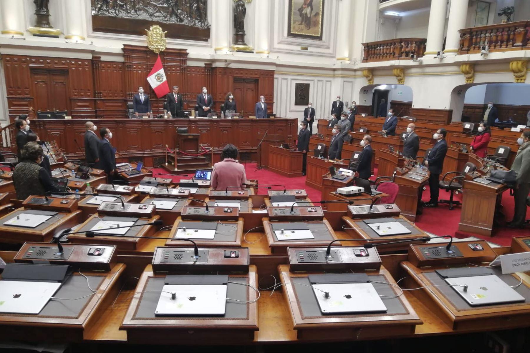 Se guarda minuto de silencio en homenaje a víctimas del COVID-19. Foto: ANDINA/Congreso de la República