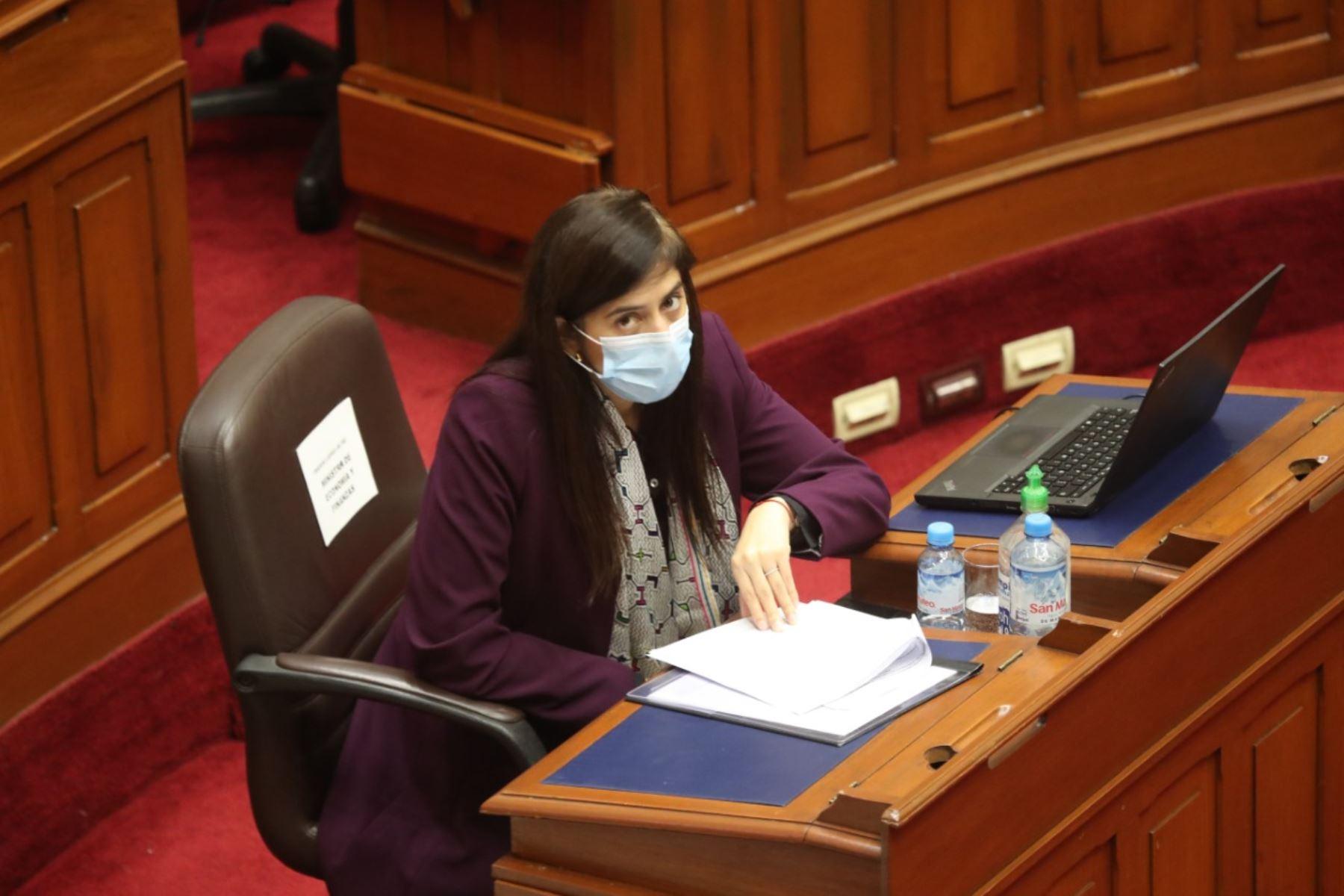 María Antonieta Alva, ministra de Economía en sesión del Congreso. Foto: ANDINA/PCM