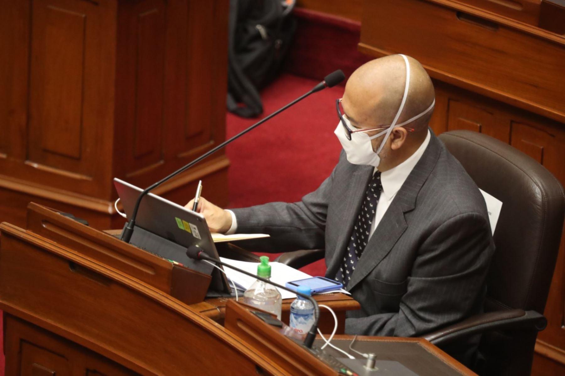 Ministro de Salud, Víctor Zamora, en sesión del Congreso. Foto: ANDINA/PCM