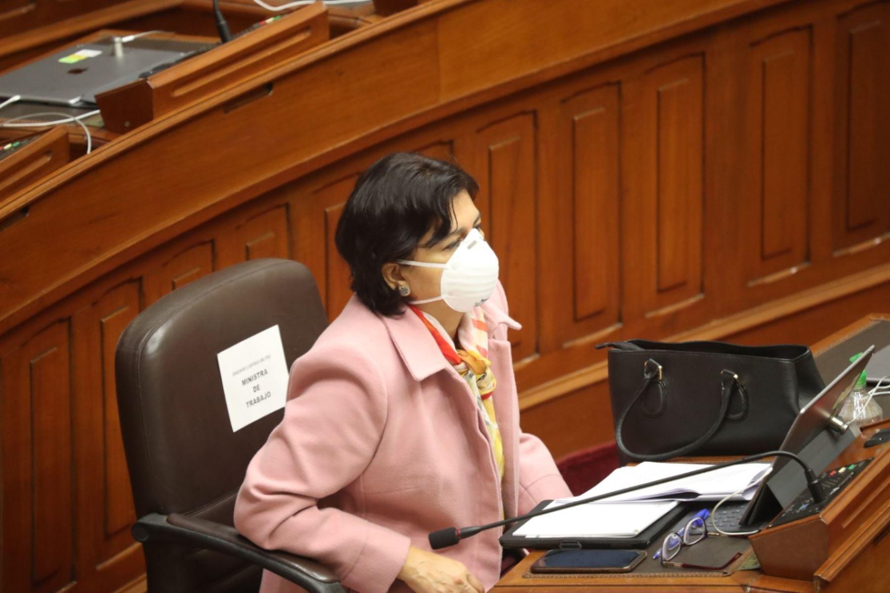 Ministra de Trabajo, Sylvia Cáceres, en sesión del Congreso. Foto: ANDINA/PCM