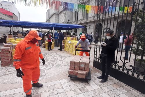 Coronavirus: Municipalidad entrega kits de aseo a personal de limpieza