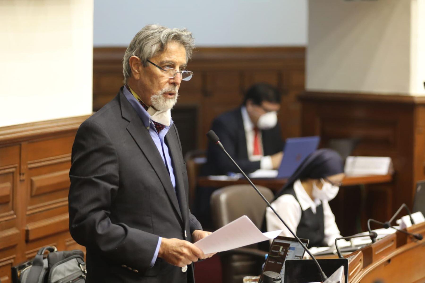 Congresista Francisco Sagasti del Partido Morado  participa  en la  sesión del Congreso de la República. Foto: Congreso de la República
