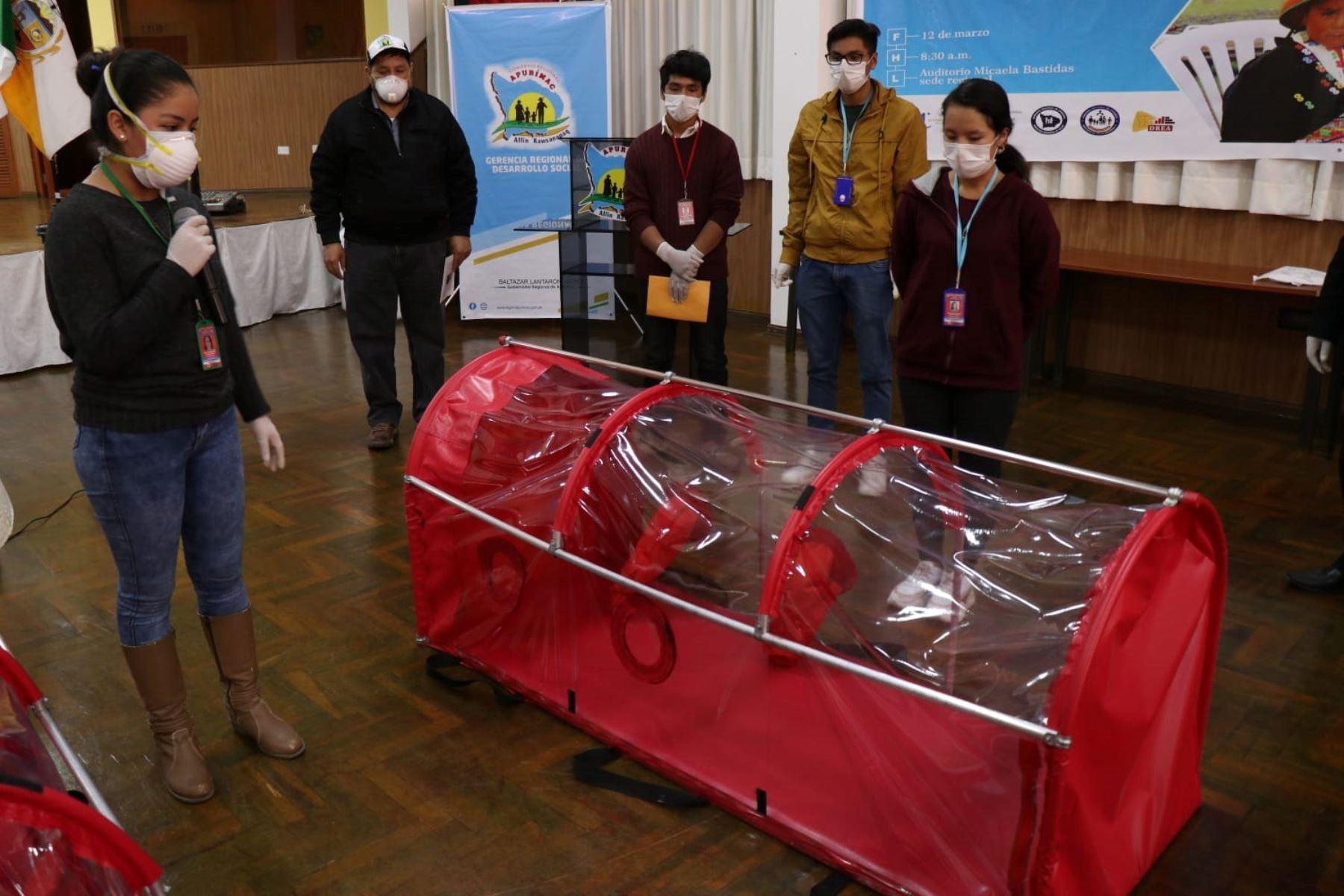 Estudiantes universitario elaboraron 25 cápsulas para el traslado seguro de pacientes contagiados con covid-19 en la región Apurímac.