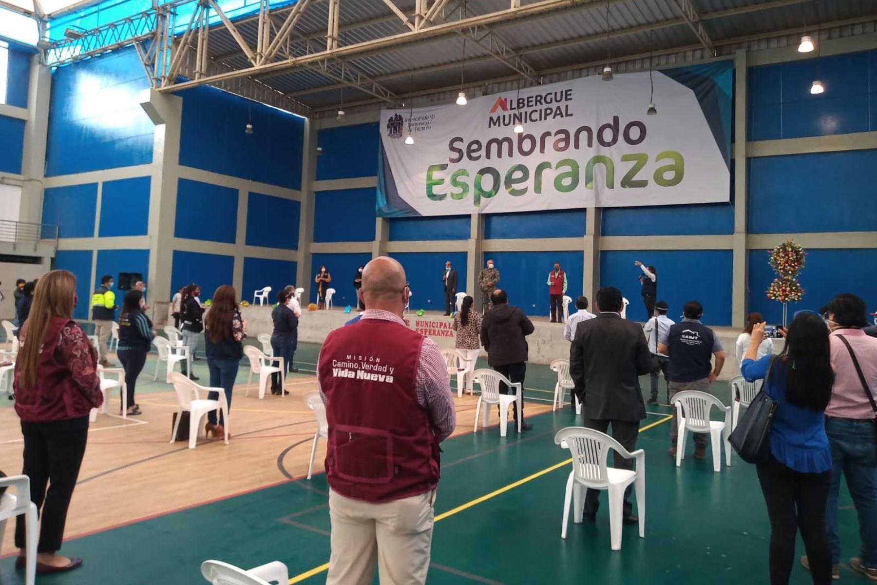 En el Complejo Deportivo Chan Chan funciona el albergue temporal implementado por la municipalidad de Trujillo para las personas vulnerables. Foto: Cortesía Luis Puell