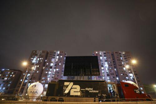 """Programa """"Cine desde el Balcón"""" de la MML animó a vecinos del Cercado de Lima que cumplen cuarentena"""
