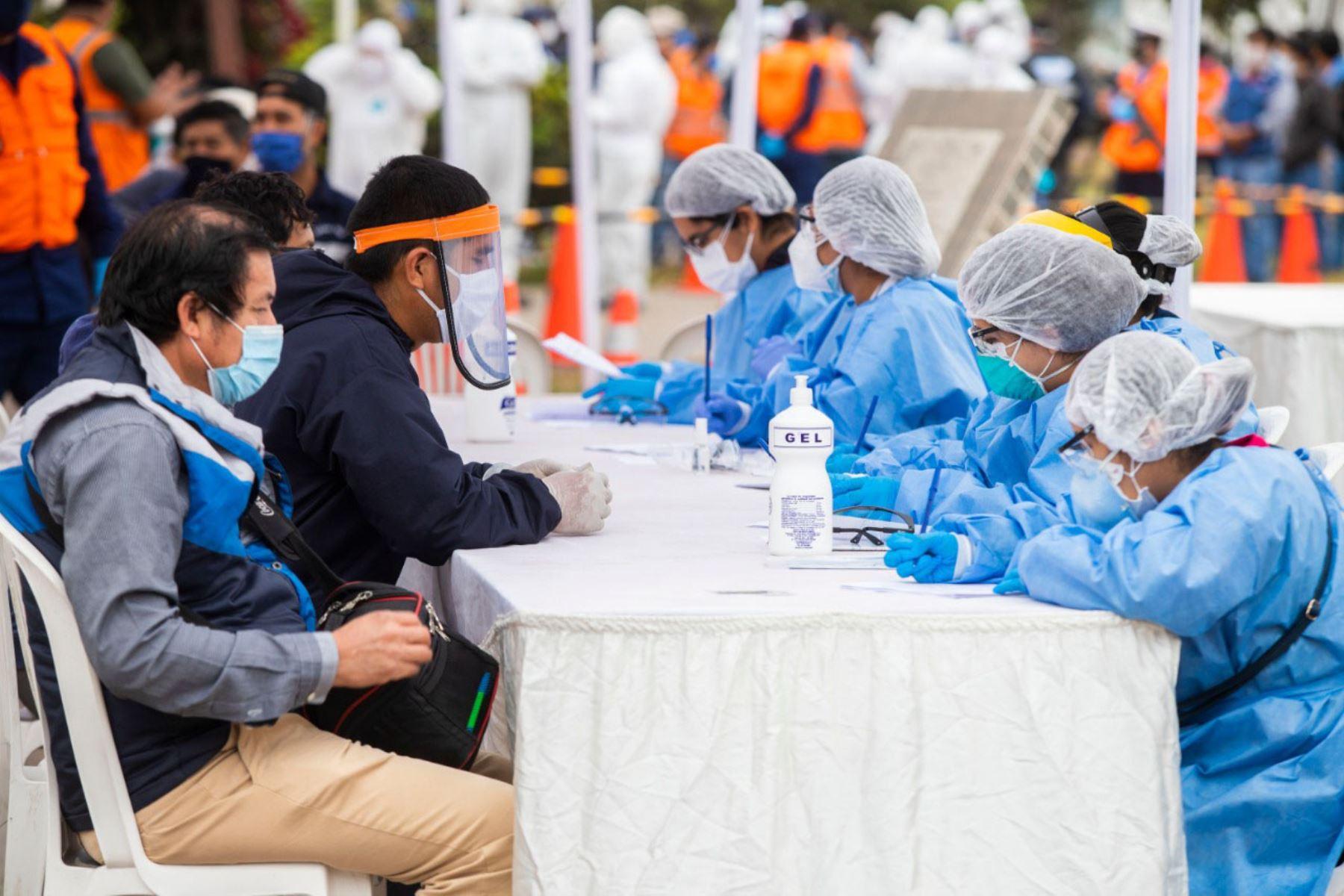 La Dirección Regional de Salud del Callao ha previsto tomar 2,000 pruebas rápidas a transportistas de carga del Callao. Foto: ANDINA/Difusión