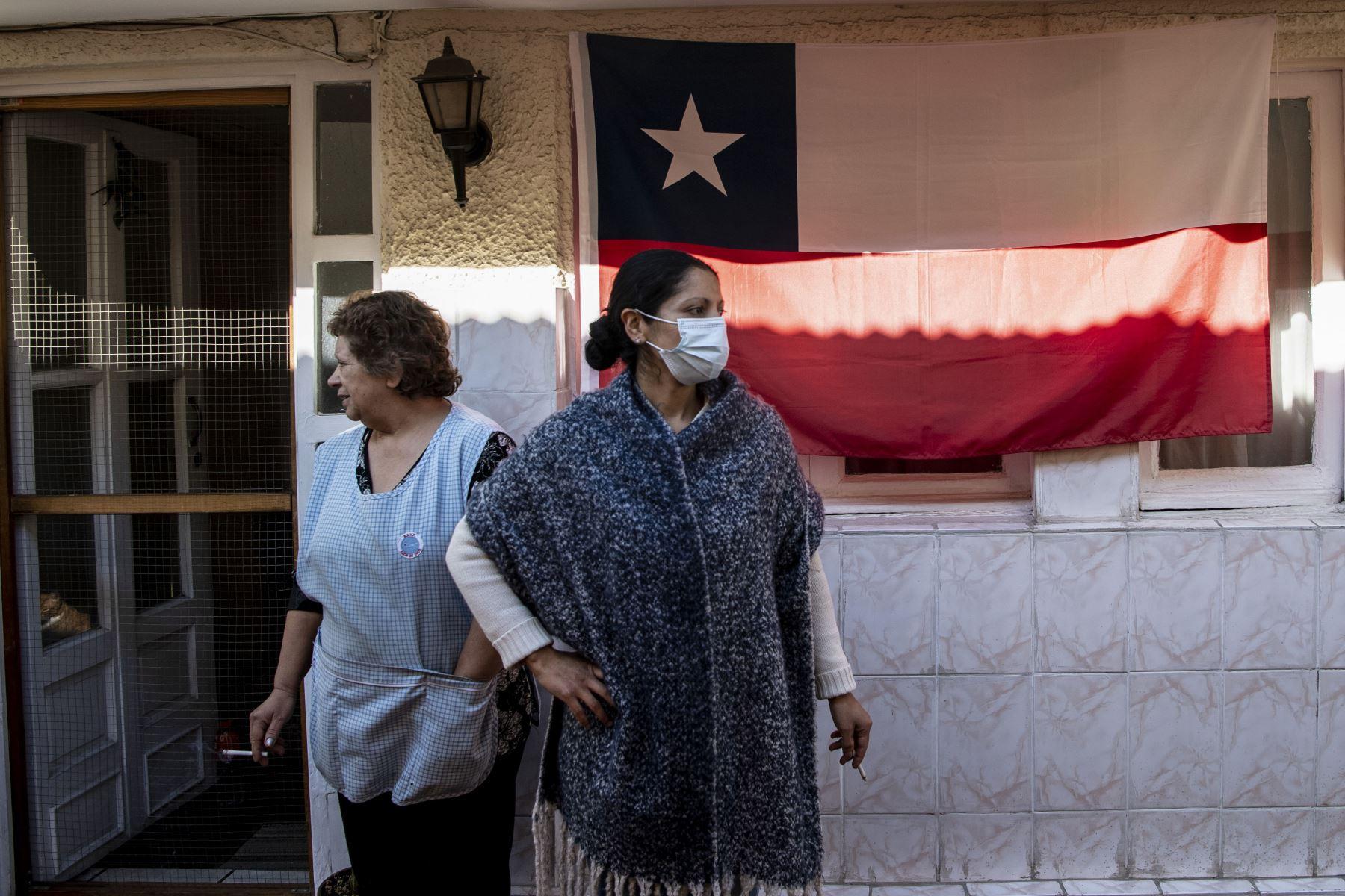 Chile registró este lunes una nueva cifra récord de cantidad de contagios del nuevo coronavirus (covid-19), llegando a 4.895 casos contabilizados en las últimas 24 horas. Foto: AFP
