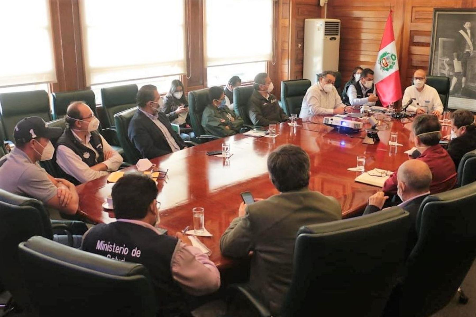 Ministro de Salud, Víctor Zamora, se reunió con alcaldes y representantes de la Mancoumunidad de Lima Centro.