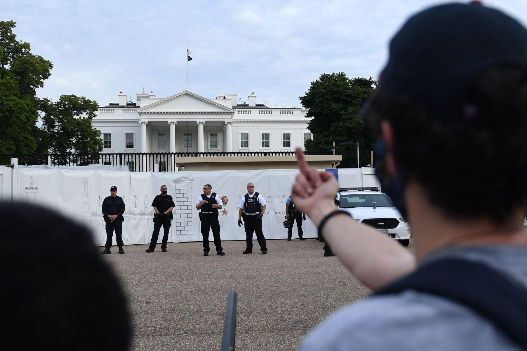Protestas llegaron hasta la Casa Blanca. Foto: AFP.