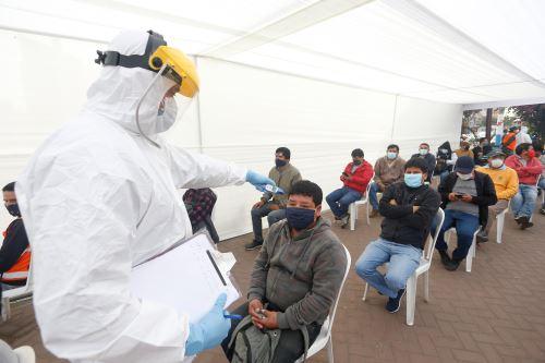 Coronavirus: Ministros de Estado supervisan la toma de pruebas rápidas a transportistas en el Callao