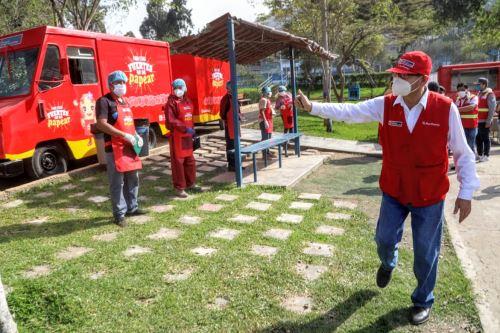 """Ministro Jorge Montenegro presentó los """"Papa Trucks"""" en mercado itinerante del Rímac"""