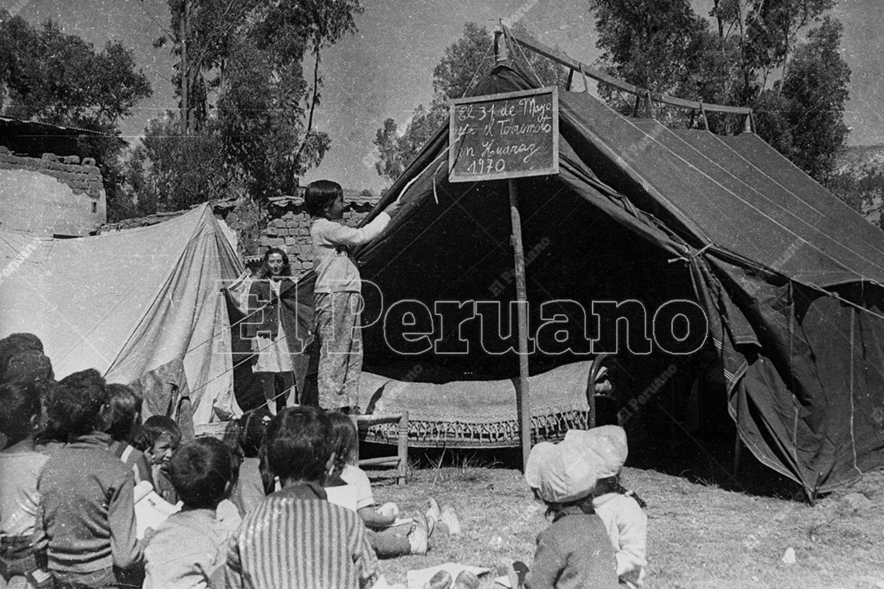 Ancash - 01 jun 1970 / Terremoto de Yungay. Niños damficados por el sismo alojados en carpas y albergues en Huaraz.  Foto: Archivo Histórico de El Peruano