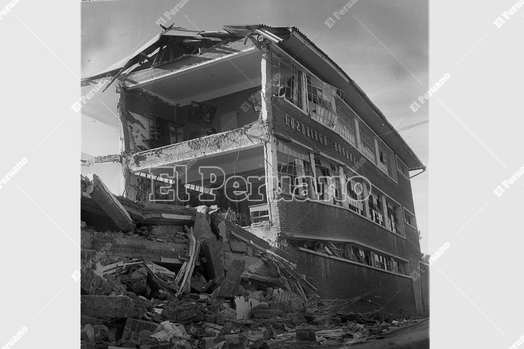 Ancash - 1 junio 1970 / Terremoto de Yungay 1970. Colegio Luzuriaga de Huaraz destruido por el sismo.  Foto: Archivo Histórico de El Peruano