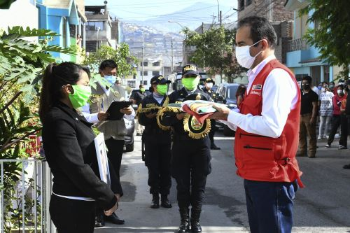 Coronavirus: ministro del Interior rinde homenaje póstumo a efectivo de la PNP fallecido por covid-19