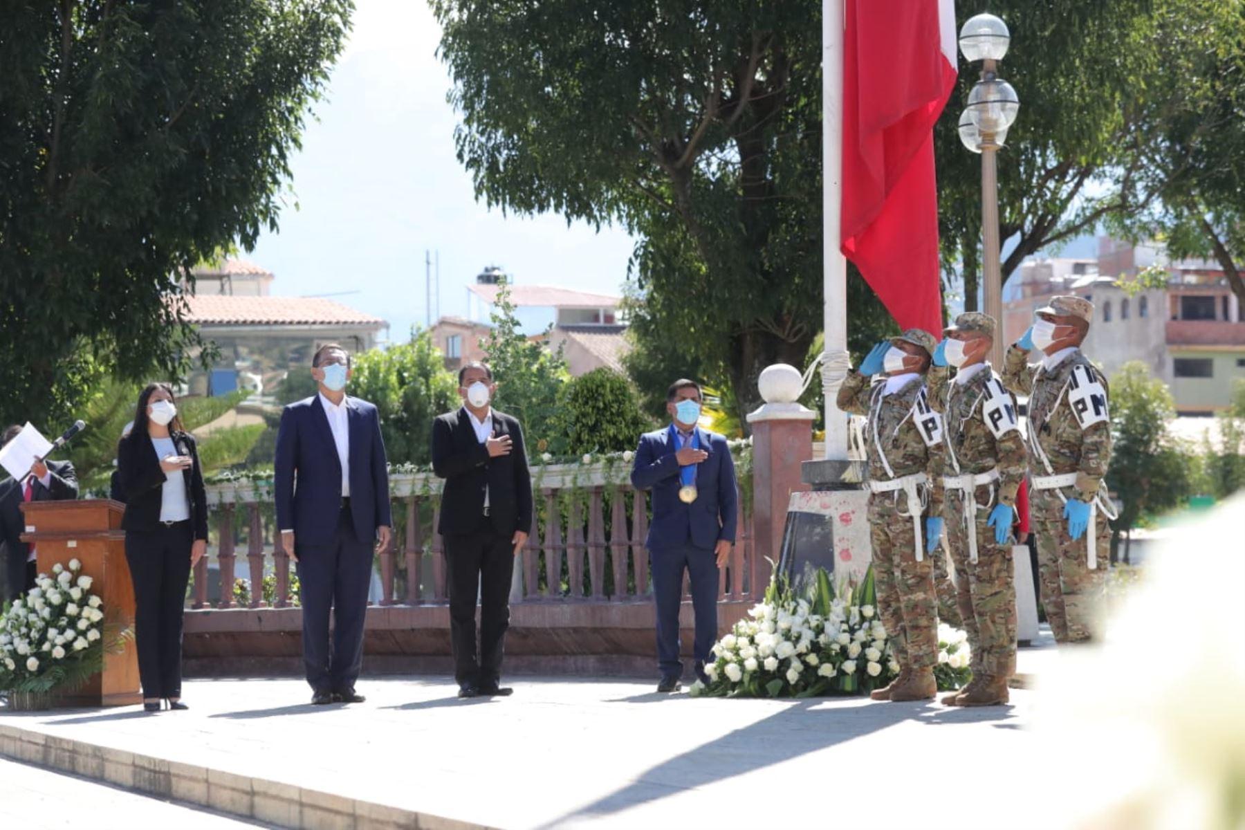 El Presidente de la República, Martín Vizcarra, preside la ceremonia por los 50 años del Terremoto del 31 de mayo de 1970 y se encuentra acompañado por los ministros de Salud, Interior y Educación. Foto: ANDINA/ Prensa Presidencia