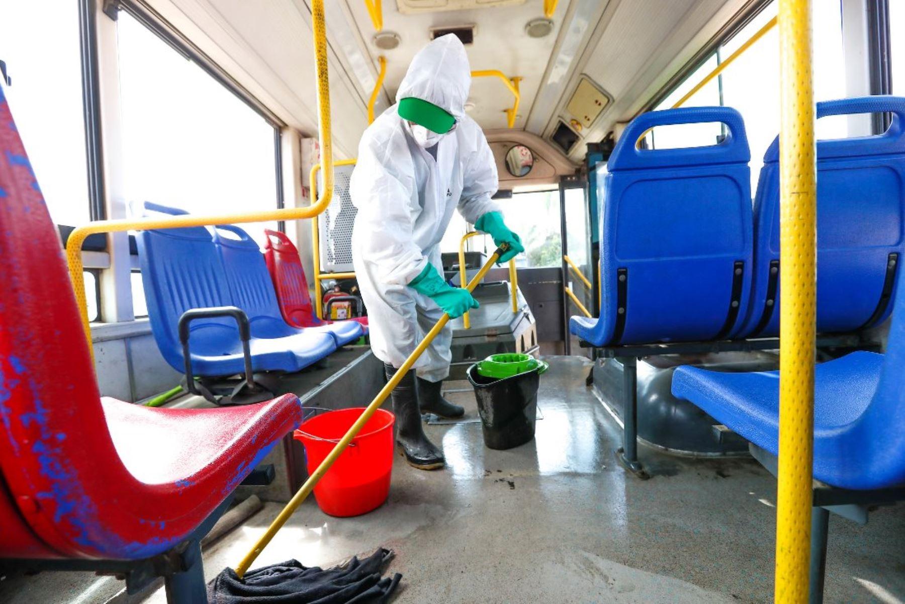 ATU garantiza limpieza y desinfección de las unidades de transporte urbano. Foto: ANDINA/Difusión.