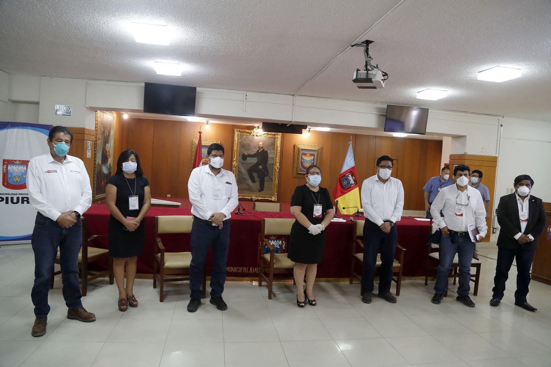Piura: Ministro Yáñez lleva equipamiento médico y se reúne con autoridades Foto:MVCS