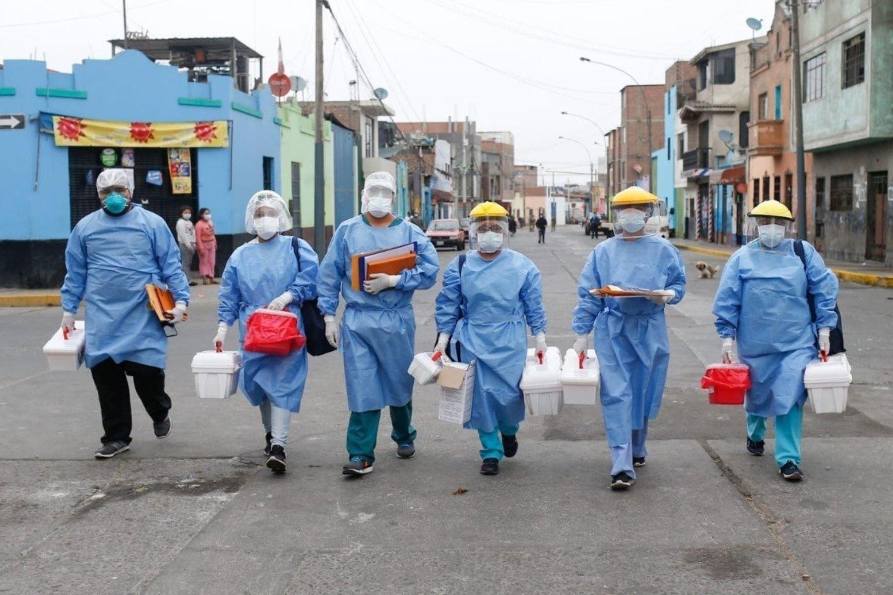 Ministro Víctor Zamora, Enviaremos los medicamentos a las casas para tratar de contener la demanda en hospitales. Para evitar eso, el Minsa está enviando a los equipos de respuesta rápida para que puedan atender a los pacientes casa por casa.  Foto: ANDINA/@Minsa_Peru